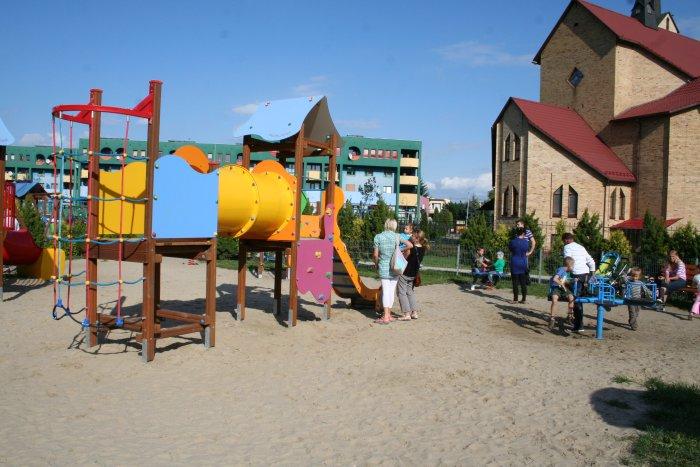 Plac zabaw Muchobór Mały we Wrocławiu, ul. Szkocka
