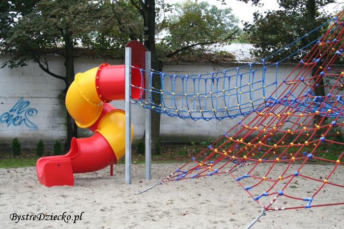 Plac zabaw dla dzieci we Wrocławiu przy ulicy Stanisławowskiej