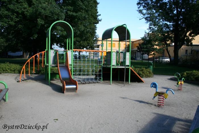 Plac zabaw Wrocław Nowy Dwór, ul. Nowodworska i Chociebuska