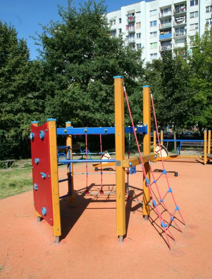 Plac zabaw na Nowym Dworze we Wrocławiu, ul. Zemska
