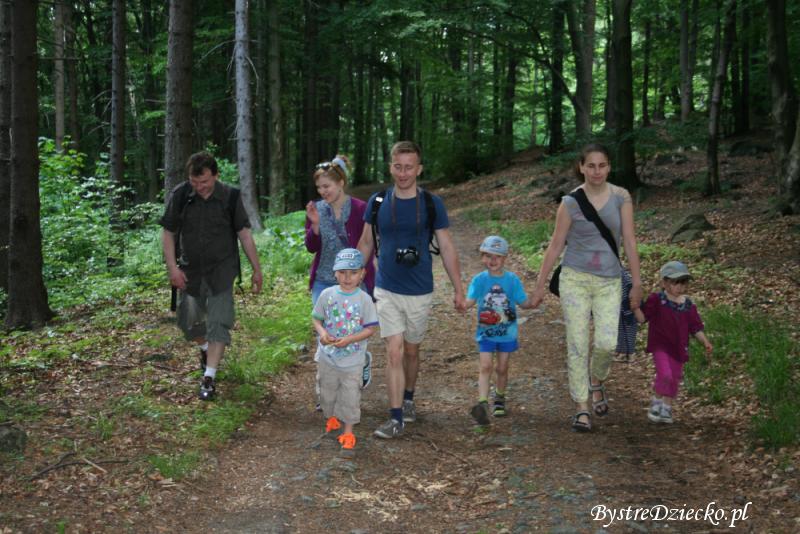 Aktywny wypoczynek w górach na szlakach Ślęży - tanie wycieczki po Polsce z dzieckiem