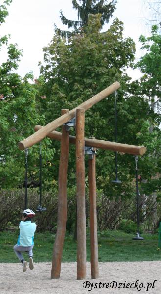 Huśtawka krzyżowa - Plac zabaw dla dzieci we Wrocławiu w Parku Klecińskim