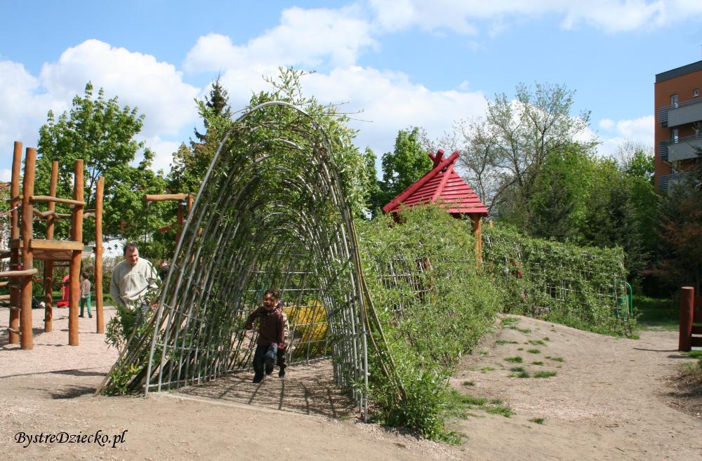Zielone tunele - Plac zabaw dla dzieci we Wrocławiu w Parku Klecińskim