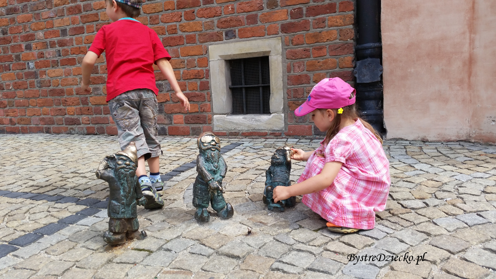 Wycieczki weekendowe z dziećmi - atrakcje Wrocławia śladami wrocławskich krasnali