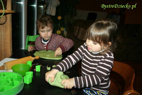 Domowa ciastolina - przepis na masę plastyczną domowej roboty