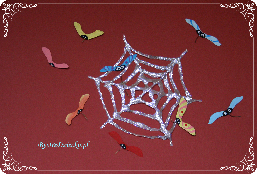 DIY Shiny Halloween spider web - Halloween crafts for toddlers with glue and brocade
