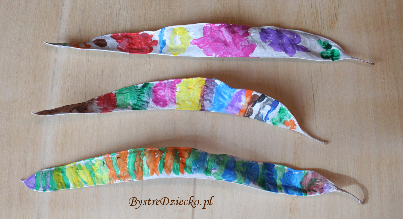 DIY Twisted bugs made from nature materials - Honey locust pods (Gleditshia) as part of crafts for kids
