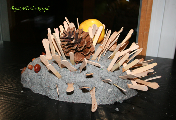 Zajęcia plastyczne dla dzieci z papier mache - jeż z masy papierowej