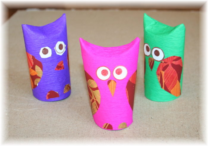 Sowy z rolki po papierze toaletowym, bibuły i papieru kolorowego, w ramach zajęć plastycznych dla dzieci