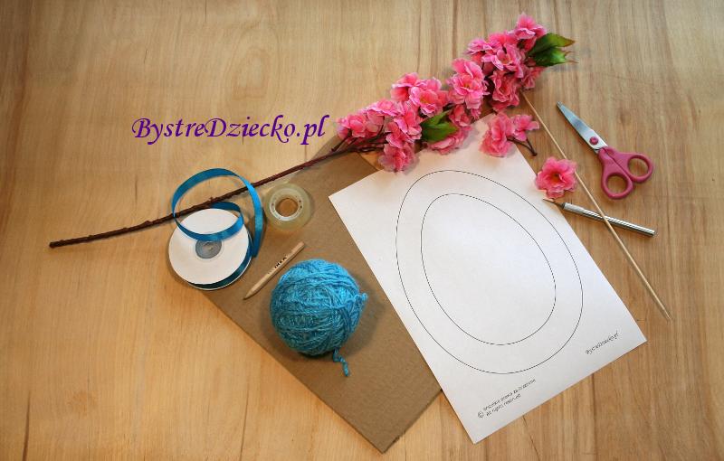 DIY jak zrobić wielkanocny wianek - wiosenny wianek z włóczki i kwiatów