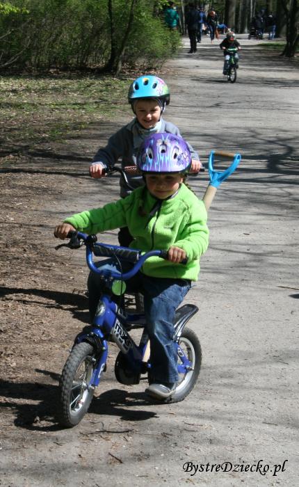 Jazda na rowerze - zabawa ruchowa dla dzieci, Grabiszyn-Grabiszynek, Park Grabiszyński we Wrocławiu